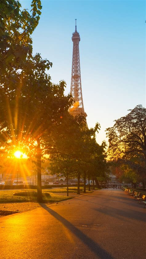 Sunrise in Paris at the Trocadéro place with Eiffel tower