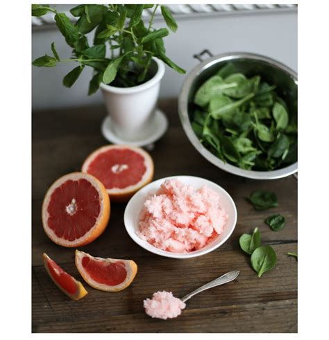 DIY: WHIPPED GRAPEFRUIT & PEPPERMINT SCRUB FOR BOTH YOUR